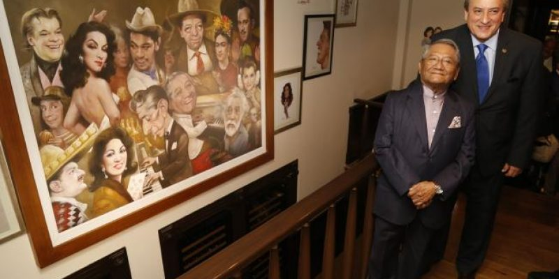 "Caricaturista Luis Carreño desvela mural ""México de mil recuerdos"""