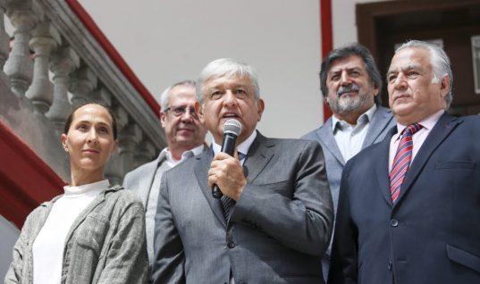 López Obrador y senadores electos de Morena analizan agenda legislativa