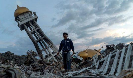 Estiman alrededor de 5 mil muertos por temblor en Indonesia