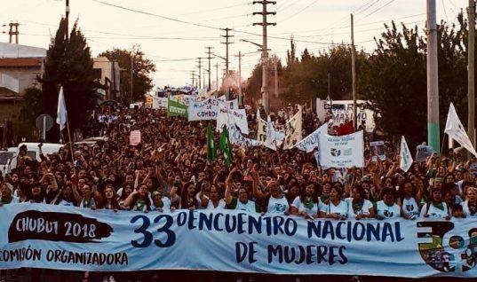 Policía reprime histórico encuentro anual feminista en Argentina