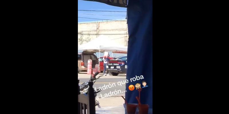 Policía huachicolera: captan a uniformados llenando tanque con huachicol