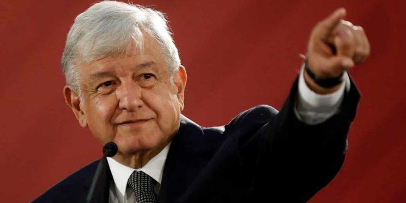 AMLO inicia sexenio con 57% de aprobación; Peña se va como el peor presidente