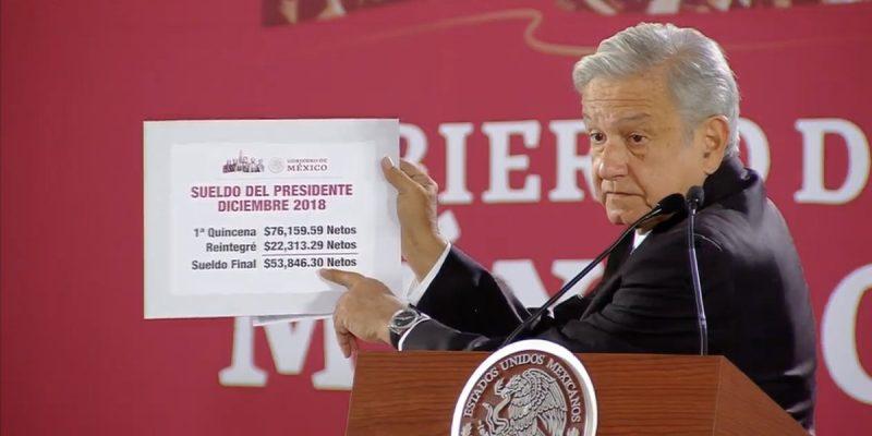 Devuelve López Obrador 22 mil pesos de su salario