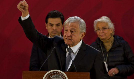 Huachicoleros amenazan a AMLO: le dejan 'huachicomanta' y autobomba