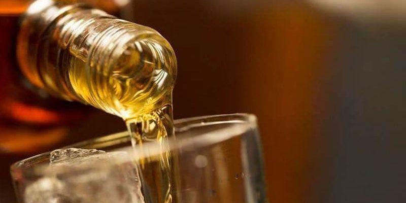 Mueren más de 100 personas en India por alcohol adulterado