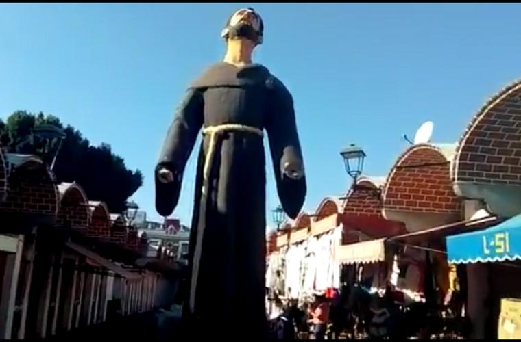 Sin manos, la estatua de Fray Sebastián en El Parián