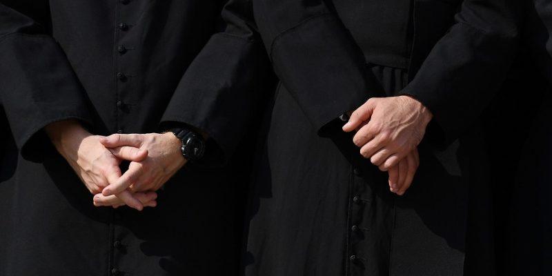 Informe revela nombres y datos de 400 religiosos de Estados Unidos acusados de abuso sexual a menores