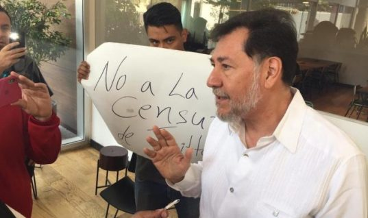 Yo no trato con empleados: Fernández Noroña protesta en las oficinas de Twitter