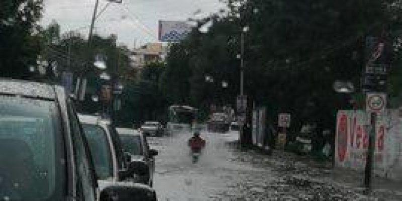 Las calles de Puebla se inundan tras una hora de lluvia