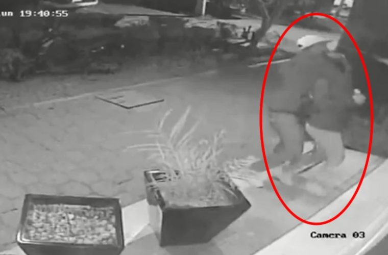 Ladrón ahorca a su víctima hasta dejarla inconsciente para robar su teléfono [VIDEO]