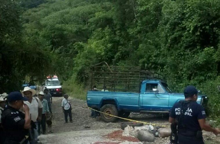 Mueren dos mujeres en accidente automovilístico en Jopala