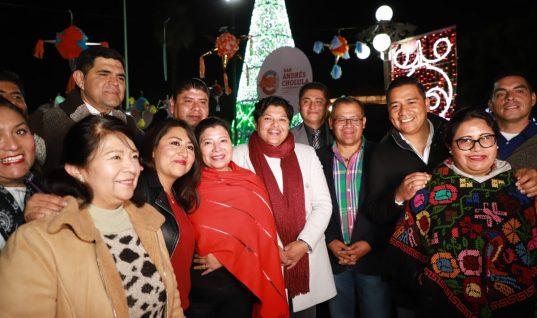 Encienden árbol de Navidad en San Andrés Cholula